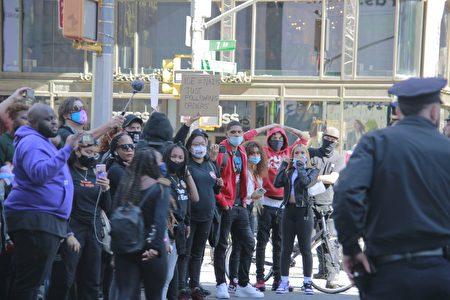 9月19日,「黑人命也是命」(BLM)支持者在時代廣場與紐約市警對峙。