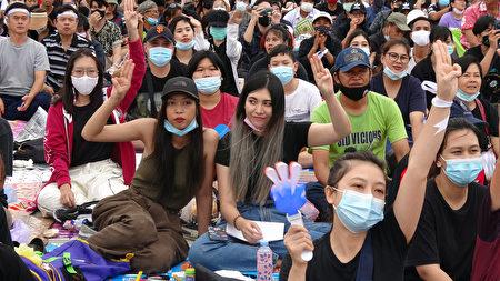 法政大學學生發起抗議,高喊「政府下台、人民萬歲」的口號。
