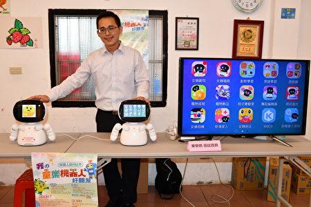 透过和机器人对话及萤幕互动也可以让长辈变得开心。