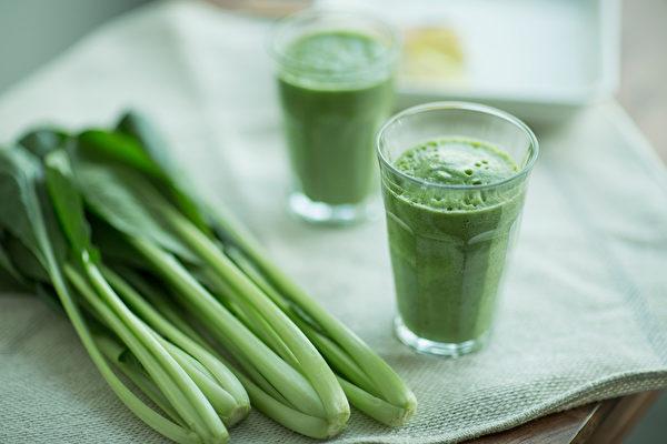 綠拿鐵可代替正餐,減少熱量攝取並補足微量營養素。(Shutterstock)