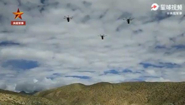 共軍模擬以無人機送餐。(影片擷圖)