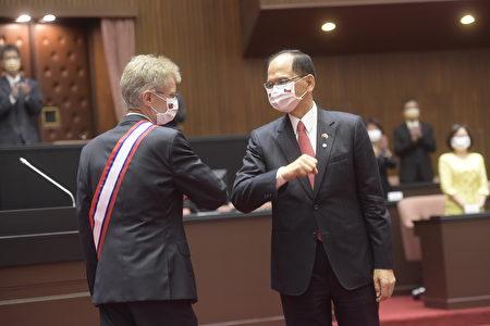 捷克参议院议长韦德齐1日在立法院发表演说。