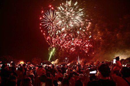 石岡熱氣球嘉年華活動於日前在土牛運動公園舉辦,活動現場施放三分鐘煙火秀。