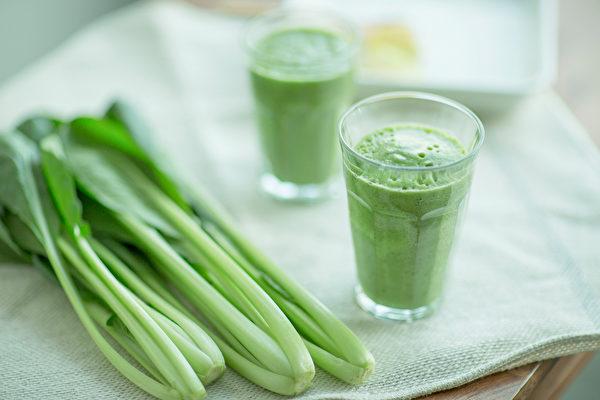 燃脂饮料二:绿拿铁。可代替正餐,帮助减少热量摄取、减肥,并补足微量营养素。(Shutterstock)