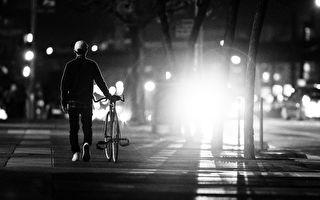 迷路14小时骑单车40公里 警助85岁翁返家