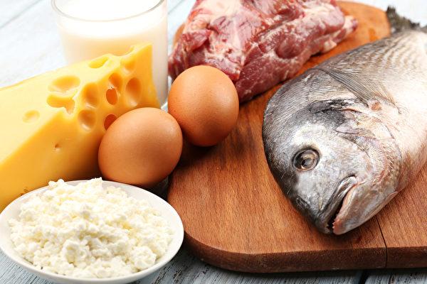罹患慢性腎臟病、腎功能衰退的人,在飲食上一定要少吃蛋白質。(Shutterstock)