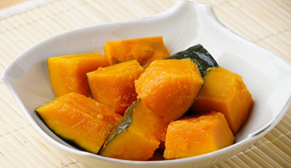 南瓜减肥吃法:吃南瓜减肥,最简单的方法是用电锅蒸南瓜。(Shutterstock)