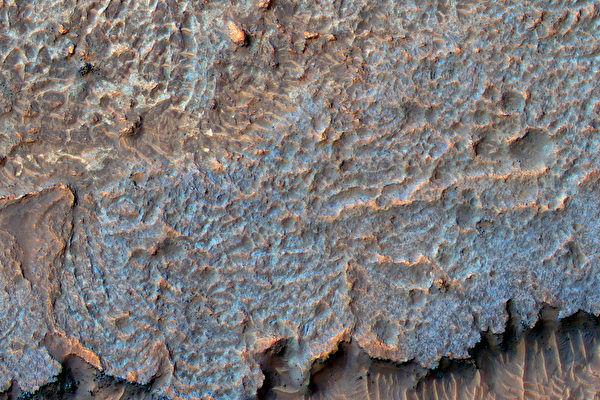 火星神奇脊状地貌令人费解