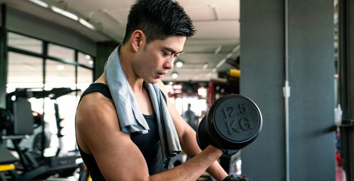 5種重訓比一比 自由重量訓練是「重訓王道」