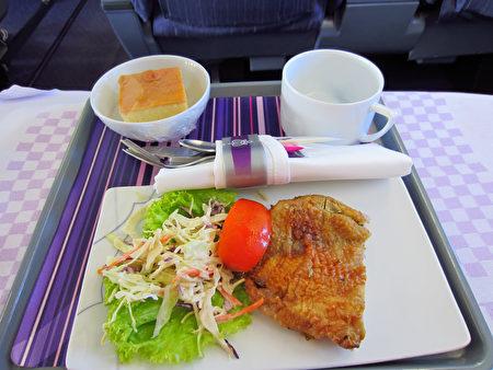 泰國飛機咖啡廳爆紅 顧客體驗假裝「出國」