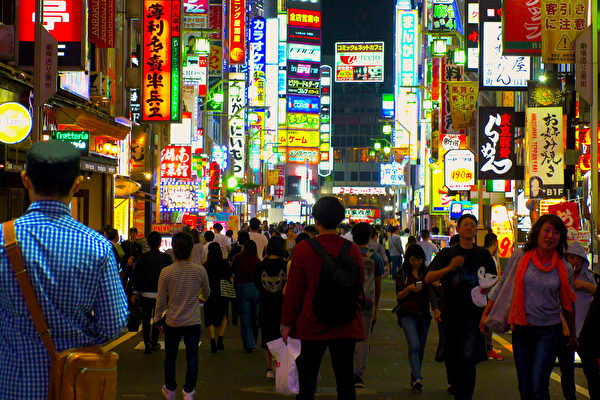 """广东山寨日本""""一番街"""" 被评有空壳没文化"""