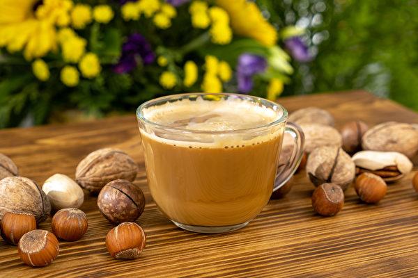 燃脂饮料之一:坚果拿铁。适合在早餐饮用,减少主食份量,帮助燃烧脂肪。(Shutterstock)