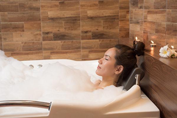 睡前沐浴多长时间、水温多高最好睡?(Shutterstock)