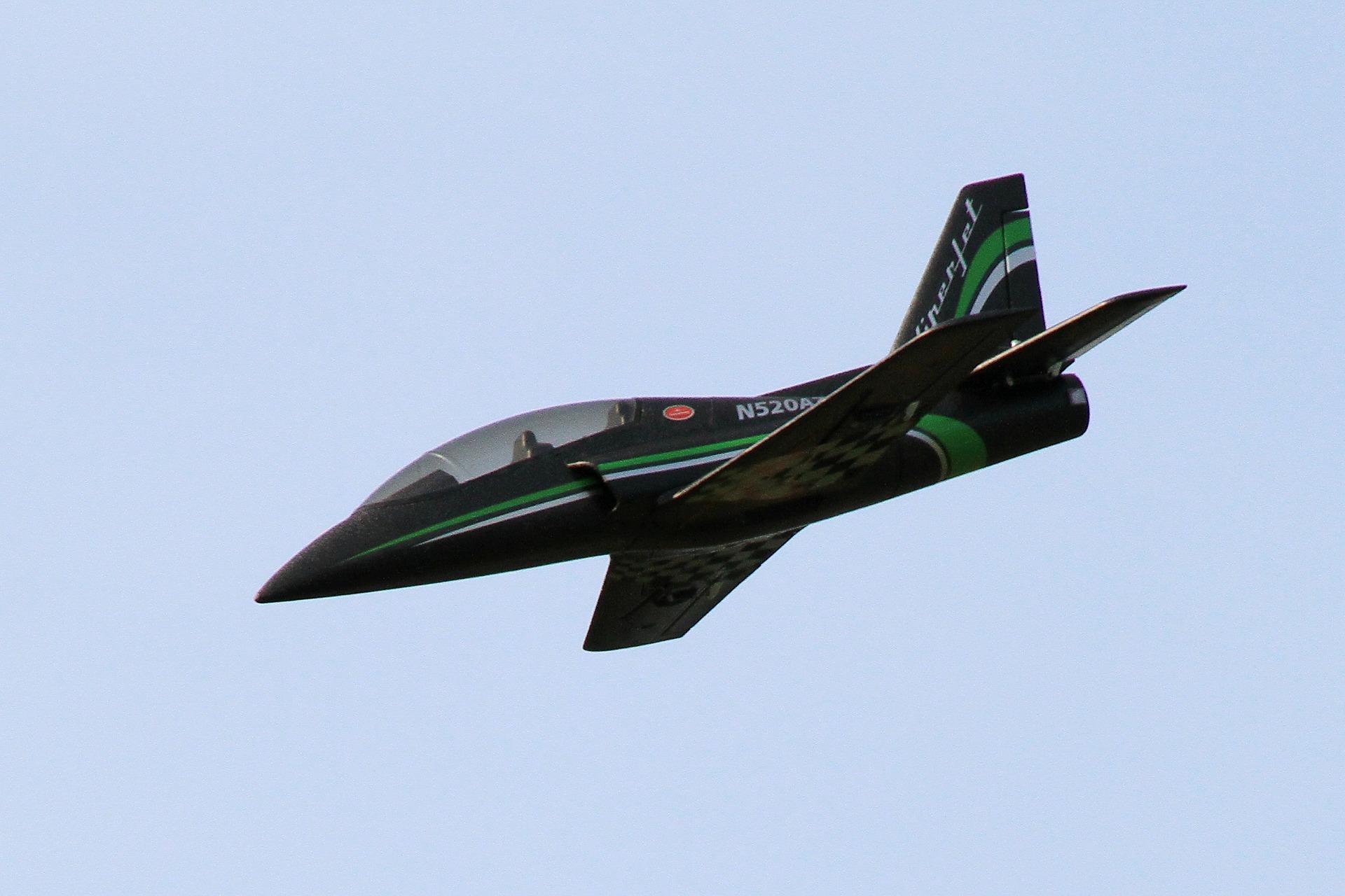 抬升90度? 中共官媒秀模型飛機畫面遭取笑