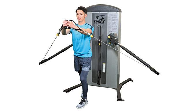 重訓之繩索訓練:能夠持續從四面八方施加負荷。(采實文化提供)