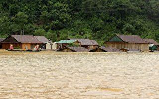 越南中部洪水酿17死 下场风暴即将到来