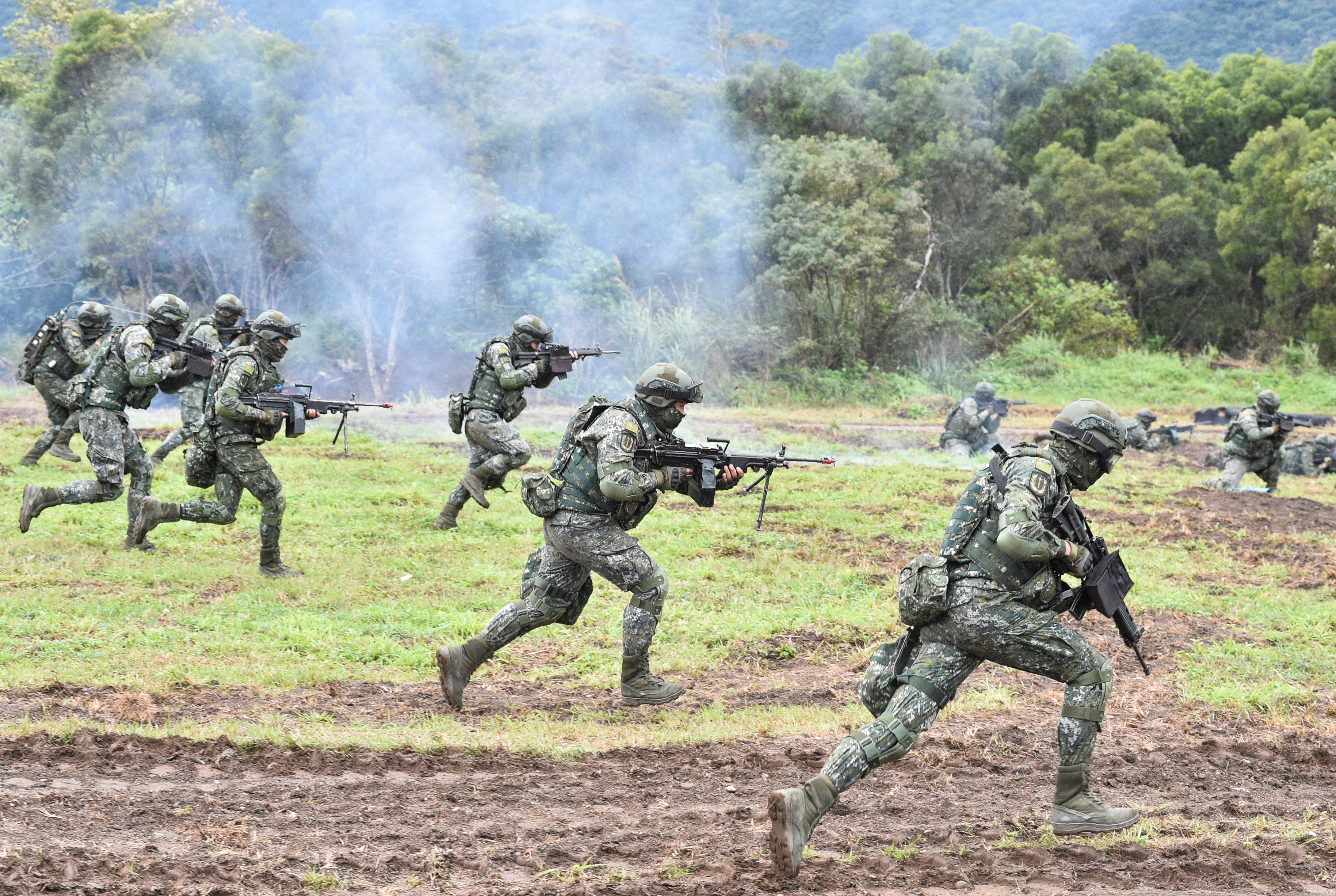 中共官媒謊稱:台士兵一半不識字 開戰就投降
