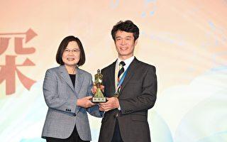 與學生一起服務學習 中原李俊耀獲「師鐸獎」