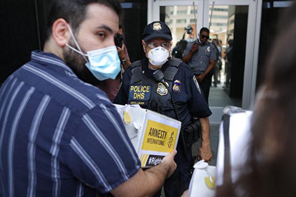 突襲庇護城市 美移民局逮捕172名犯罪非法移民