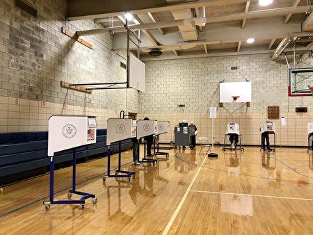 圖為2020年10月24日,位於下東城亨利街220號的提前投票站內的狀況。