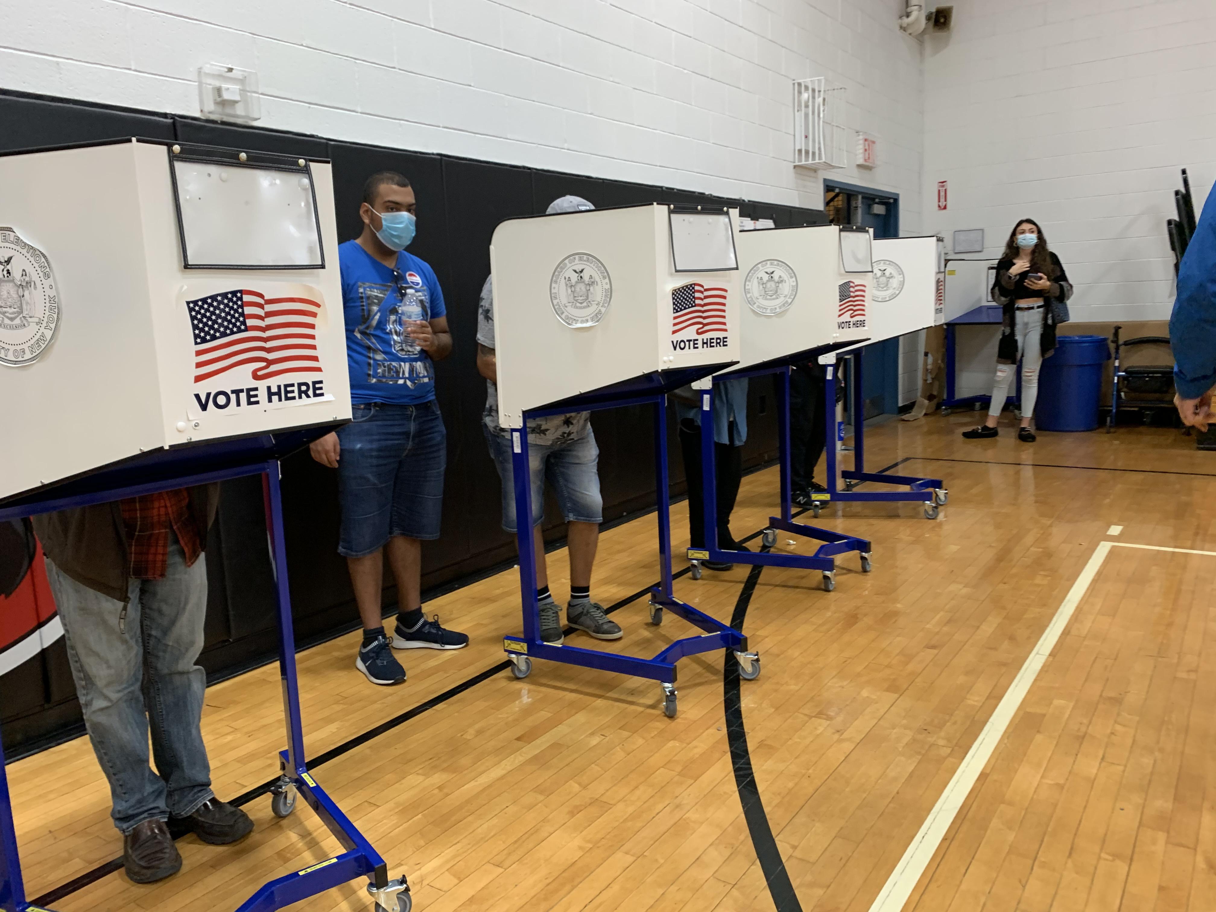 提前投票:四個搖擺州 民主黨只贏一個