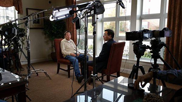 羅宇2015年在海外接受媒體採訪。(大紀元資料照)