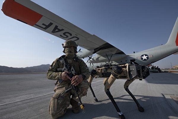 科幻成真 四足机器狗加入美空军高科技演习