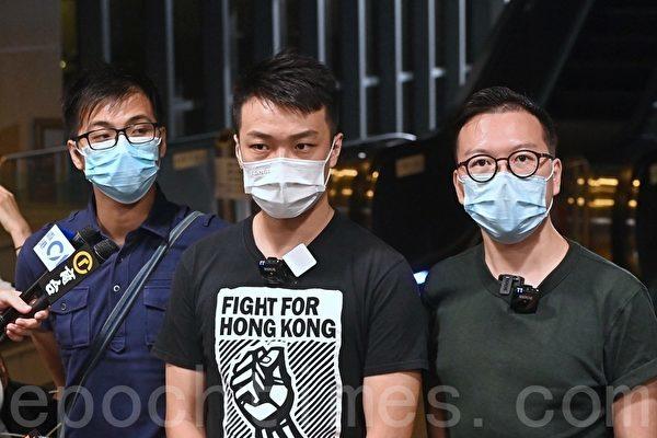圖為2020年9月28日,香港民陣召集人岑子杰(中)回應警方取消10.1遊行,抗議警方和林鄭月娥打壓香港自由。(宋碧龍/大紀元)