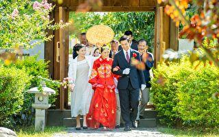 大元拍戏穿中式婚纱 大热天自嘲像裹棉被在身