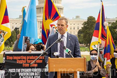 國會議員佩里(Scott Perry)提出了一項國會法案,將中共定義為「跨國犯罪組織」,在此基礎上進行追責。(林樂予/大紀元)