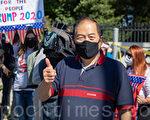 40年民主党华人选民赶到医院为川普加油