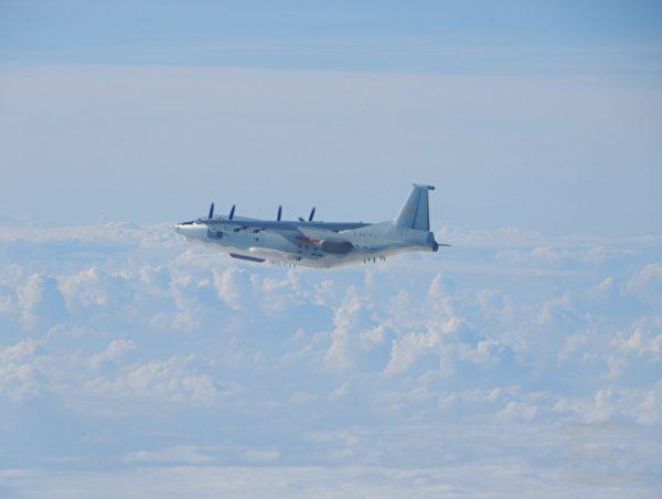 中共軍機頻繁侵擾台灣西南空域,圖為中華民國空軍司令部公佈10月9日中共派遣運8及運9型機各1架次侵入台灣西南空域。(國防部提供)