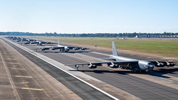 10月14日,在路易斯安那州巴克斯代爾空軍基地,美軍的B-52H轟炸機展示了一次大象漫步。 (Senior Airman Tessa B. Corrick/美國空軍)