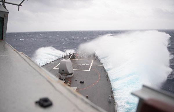 10月14日,美軍驅逐艦巴裏號(DDG 52)穿越了台灣海峽。(Molly M. Crawford/美國海軍)
