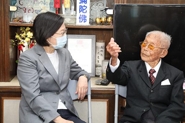 台百歲人瑞:若中共打來 他拿拐杖跟阿共仔拚