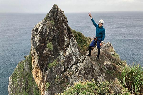唐振刚出外景挑战乌岩角 攀岩过程有惊无险