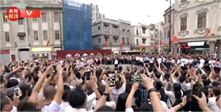 在汕頭開埠區習近平與市民群眾(影片截圖)