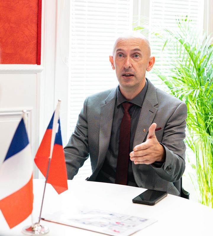 因潘越雲成為台灣女婿 法國市長推動雙邊交流