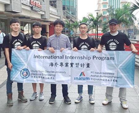 電機系李俊耀老師(圖中)帶領學生至印尼水力電廠進行為期一個月的實習。