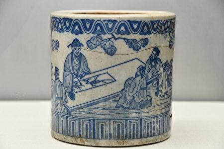 铜版转印青花人物纹火钵,来源:日本。