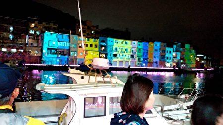 正滨渔港光雕秀,映照港畔浪漫新风情。