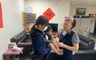 1岁男童逛公园迷途 平镇分局女警协助返家