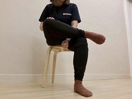 步態不穩時長時間行走,小腿緊痠脹腫與跟腱疼痛,要盡快放鬆治療,可以透過抬腿、按摩來放鬆肌肉。