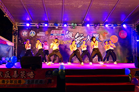 飆舞大賽。嘉義市政府、教育部嘉義市聯絡處於23日晚間在文化公園共同舉辦「拒菸反毒,青春無敵飆舞大賽」活動。