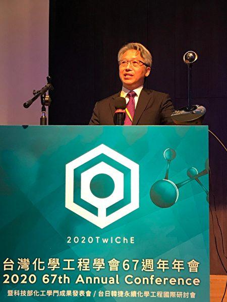 台灣化工年會邀請到中央研究院院長廖俊智演講。