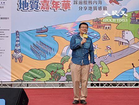 經濟部政務次長曾文生致詞,希望路跑時抬頭看看美麗的風光。