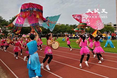 南應大校慶由舞蹈系進行車鼓陣表演。