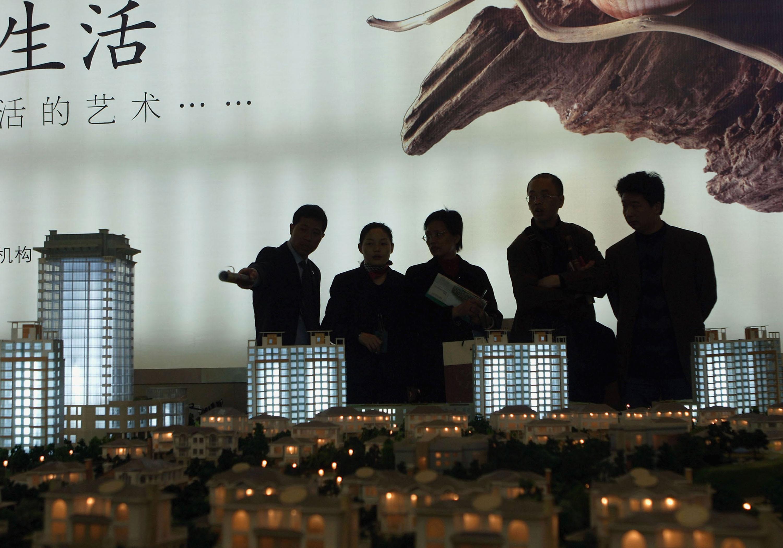 地產大鱷恆大都出事了 專家:還送錢進中國?