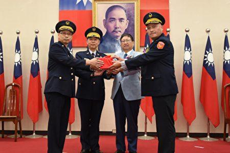 新竹縣警察局舉辦卸新任分局長聯合交接典禮,右1為新任竹北分局長王立德。