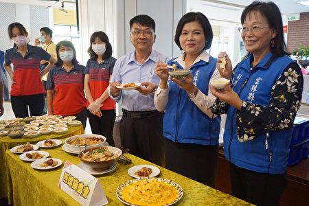 西螺鎮農會展示高麗菜飯、泡菜、高麗菜封等高麗菜料理